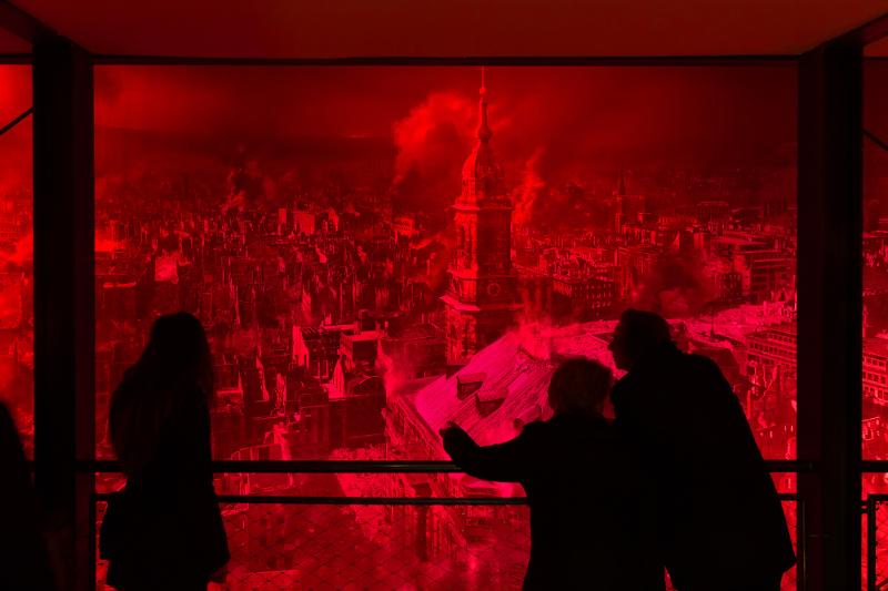 """Asisi Panometer Dresden - Eröffnung """"Dresden 1945"""" am 23.01.2015 © asisi  Nutzung des Bildes nur gegen Honorar, Beleg und Namensnennung  Foto Tom Schulze tel.    0049-172-7997706 mail  post@tom-schulze.com web  www.tom-schulze.com"""
