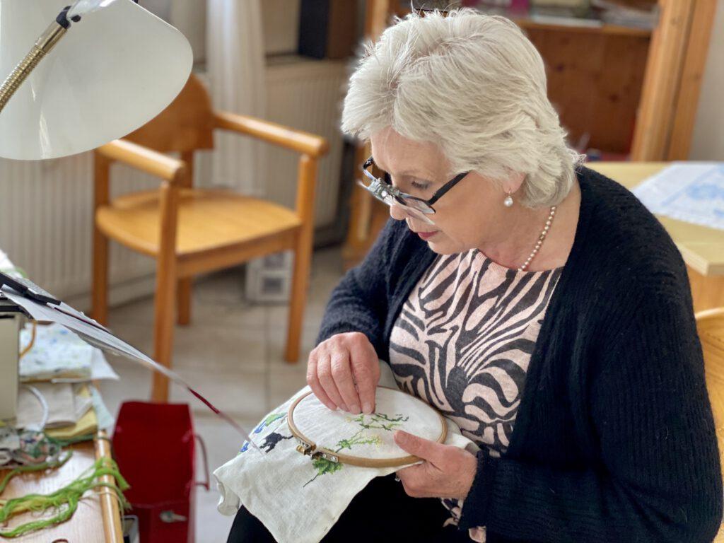 Ilona Nitsche bei der Arbeit